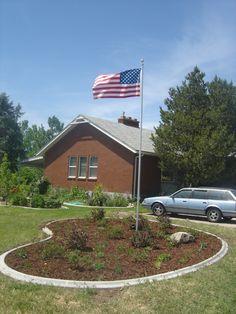 10 Best Landscaping Ideas for Backyard – Gardening Decor Flag Pole Landscaping, Small Yard Landscaping, Front House Landscaping, Natural Landscaping, Country Landscaping, Landscaping Ideas, Front Porch Landscape, House Landscape, Landscape Design