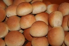 Verdens beste boller - recipe in Norwegian. These are truly amazing! :D Works just as well for making cinnamon rolls and skoleboller. Some Recipe, Cinnamon Rolls, Food And Drink, Bread, Amazing, Recipes, Cinammon Rolls, Brot