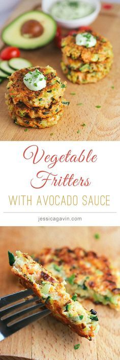 DELICIOUS! Crispy Vegetable Fritters with avocado yogurt dipping sauce | jessicagavin.com #healthyrecipes