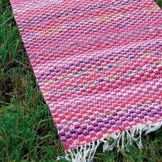 """Kansanomainen """"sokeripalamatto"""" trikoosta ja itse leikatusta kangaskuteesta. 4 vartta. >> Avaa ohje Diy Carpet, Beige Carpet, Rugs On Carpet, Painting Carpet, Diy And Crafts, Weaving, Knitting, Inspiration, Rag Rugs"""