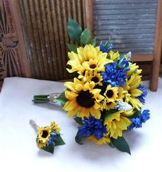 17 piece set Sunflower and blue cornflower bouquet with twine wrap Country wedding set • Bridal bouquet - Silk sunflowers, blue cornflower blossoms, green ficus leaves, and light blue Grape hyacinth will be used to make this pretty bouquet that would be perfect for your country