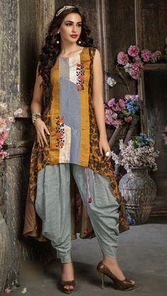 Beautiful cotton kurti with prints placement and with embroidery motives. Printed Kurti Designs, Salwar Designs, Indian Bridal Wear, Indian Wear, Indian Dresses, Indian Outfits, Kurta Patterns, Kurta Style, Kirara