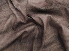 Malha Denim Tie Dye (Marrom).          Malha composta por ponto largo, dando o aspecto de jeans. O diferencial é o beneficiamento em tie dye, criando um degradê sobre o tecido. Toque agradável a pele. Por se tratar de uma malha mais espessa, é ideal pra confeccionar partes de baixo.  Sugestão para confeccionar: legging, calça montaria, calça flare, shorts, entre outros.