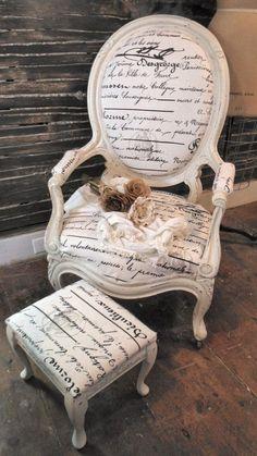 UNA SILLA ANTIGUA SIN DUDA LE DA TOQUE DE ELEGANCIA A TU DECORACION Hola Chicas!!! Las silla antiguas re-modeladas y tapizadas siempre le van a dar un toque elegante a tu decoracion