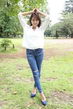 Japanese Beauty, Beautiful Asian Girls, Asian Woman, Capri Pants, Idol, Skinny Jeans, Glamour, Womens Fashion, Shirts