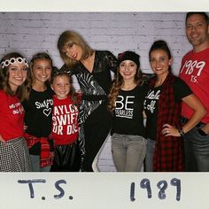 """@taylorswift said """"I fit right in with you guys!"""", talking of her outfit! Then said """"No, wait..."""" as she crouched down for photo, """"...NOW I fit right in!"""" ❤️ #1989 #1989worldtour #SheIsTall #WeAreShortExceptForShaun"""