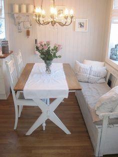 Vakkert gammelt bord / spisestuebord i shabby chic / landstil