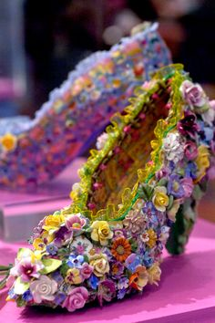 what amazing shoes!!! (mosaicbahouth.com)