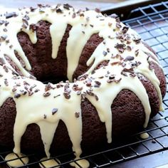 Double Chocolate Bundt Cake - Low Carb & Sugar Free Cake Recipe- butter wafers, must look for those. Chocolate Low Carb, Chocolate Bundt Cake, Sugar Free Chocolate, Chocolate Recipes, White Chocolate, Chocolate Lovers, Healthy Chocolate, Chocolate Frosting, Low Carb Deserts