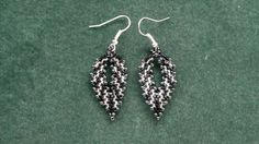 free beading tutorial : Russian leaf earrings : http://www.youtube.com/watch?v=okBNzFcJrpE