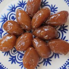 Μικρές σιροπιαστές μπουκιές που λιώνουν στο στόμα!!! Την συνταγή έφεραν μαζί τους οι πρόσφυγες από την Μικρά Ασία και είναι το πιο συνηθισμένο εορταστικό γλύκισμα της Θεσσαλονίκης και της Χαλκιδικής!!