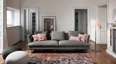 Lars è un divano semplice dall'aria quasi francese, fine e leggera. #LaCasaModerna #Design #Sofas ● lacasamoderna.com