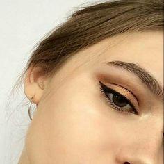Perfect eyeliner - Eye Makeup tips Skin Makeup, Eyeshadow Makeup, Beauty Makeup, Hair Beauty, Eyeshadow Palette, Shimmer Eyeshadow, Black Hair Makeup, Neutral Eyeshadow, Eyeliner Hacks