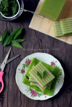HESTI'S   KITCHEN : yummy for your tummy: Kue Lapis Pandan