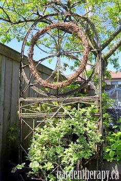 How to Make a Grapevine Wreath + 15 Design Ideas #garden #project