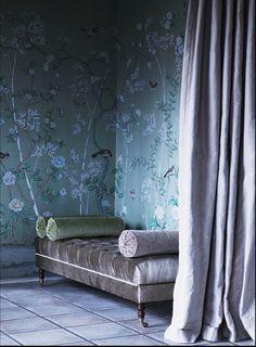 Gorgeous chinoiserie wallpaper.