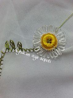 İğne oyası ile düğmeden papatya yapılışı 8 Needle Lace, Tatting, Needlework, Brooch, Wreaths, Crochet, Earrings, Flowers, Jewelry