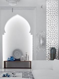 Take a look at these Moroccan Interior Design Ideas for inspiration. Moroccan style living room furniture suggestions that will create an authentic Moroccan feel. Arabic Decor, Islamic Decor, Interior Design History, Decor Interior Design, Luxury Interior, Interior Decorating, Morrocan Decor, Modern Moroccan Decor, Moroccan Lanterns