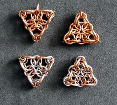 Triangle Design by Lari Nieminen. Tutorial by Paula Kosunen, PieceOfMaille.com