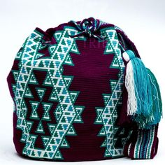 Handmade Hermosa Wayuu bags are rare art. Only small amounts are made because of the complexity and method to produce a single Hermosa Wayuu Bag. Tightly woven by one strand of thread, The process can Crotchet Bags, Knitted Bags, Tapestry Bag, Tapestry Crochet, Mochila Crochet, Clutch, Crochet Beanie, Knit Crochet, Jingle Dress