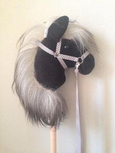 Stick Horses, Pony, Facebook, Crafts, Craft Ideas, Kids, Feltro, Horses, Toys