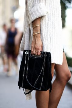 Bucket bag the trendy accessory to adopt Mode Style, Style Me, Look 2017, Mode Outfits, Autumn Winter Fashion, Winter Style, Passion For Fashion, Tweed, What To Wear