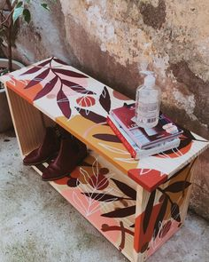 Painted Chairs, Hand Painted Furniture, Funky Furniture, Paint Furniture, Furniture Makeover, Stencil Painting, Painting On Wood, Ideias Diy, Diy Table