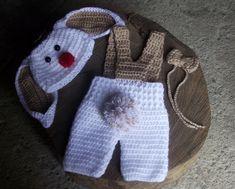 conjunto confeccionado em crochê  composição - calça capri com suspensório, gravatinha e gorro.  detalhes - pompom , botões, chapeuzinho no gorro.  cor - branco e bege ( pode ser feito em outras cores)  tamanhos - RN/ 1 a 3 / 3 a 6 / 6 a 9 / 9 a 12 meses R$ 99,00