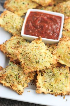 This easy recipe for crispy and baked toasted ravioli is a favorite! Ravioli is coated in egg and an Italian-spiced panko breadcrumb mixture (that's always good) and baked for a healthier-version of a favorite. Delicious with Marinara Sauce! I Love Food, Good Food, Yummy Food, Do It Yourself Food, Italian Spices, Italian Dishes, Le Diner, Finger Foods, Appetizer Recipes