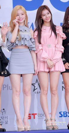 K-Pop Babe Pics – Photos of every single female singer in Korean Pop Music (K-Pop) Cute Asian Girls, Beautiful Asian Girls, Beautiful Legs, Cute Girls, Get Skinny Legs, Sana Minatozaki, Girls In Mini Skirts, Twice Sana, Dahyun