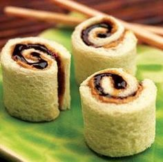 Peanut Butter and Jelly Sushi Rolls Recipe - Back to School Lunch Idea! - http://www.livingrichwithcoupons.com/2013/08/peanut-butter-and-jelly-sushi-rolls-recipe.html