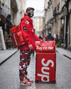 🔥🔥 ~ ~ ~ ~ ~ ~ ~ supreme supremenyc sup . Men Looks, Street Outfit, Street Wear, Hypebeast Outfit, Style Français, Urban Fashion, Mens Fashion, Supreme Clothing, Style Japonais