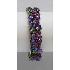 Bracelet extensible de couleur bronze serti de cristaux noirs, verts ou violets.