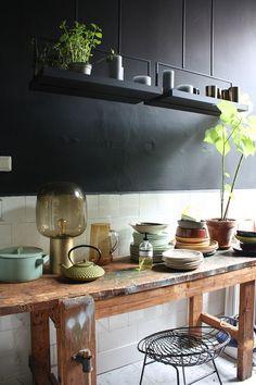 Aujourd'hui, nous marchons à travers le bel appartement de Theo-Bert Pot et son ami Jelle en Hollande. Ils ont un talent pour les couleurs foncées. | Ohhh ... Hmmm ... | bloglovin '