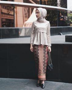 New Baju Kurung : Suka, 112 Komentar - Dwi Handayani Syah Putri (Dwi Hand. Kebaya Modern Hijab, Model Kebaya Modern, Kebaya Hijab, Kebaya Muslim, Kebaya Lace, Batik Kebaya, Kebaya Dress, Batik Dress, Hijab Style
