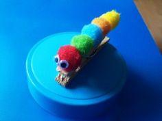 Housenka na kolíčku / Caterpillar on a pin