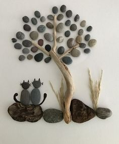 Pebbles 25 ideas for creative art inspiration – Artofit Stone Crafts, Rock Crafts, Arts And Crafts, Rock And Pebbles, Driftwood Crafts, Sea Glass Art, Diy Décoration, Shell Art, Nature Crafts