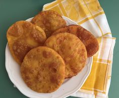 Sopaipillas, receta chilena - Fran is in the Kitchen Chilean Recipes, Chilean Food, Snack Recipes, Snacks, Flan, Nom Nom, Food And Drink, Appetizers, Kitchens