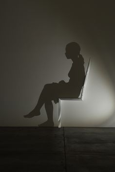 Kumi Yamashita's New Shadow Sculpture of a Woman Sitting in a Chair - My Modern Met