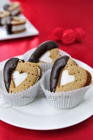Valentine's Day S'mores-Delicious Homemade Graham Crackers sandwiched with homemade marshmallows. Delicious.