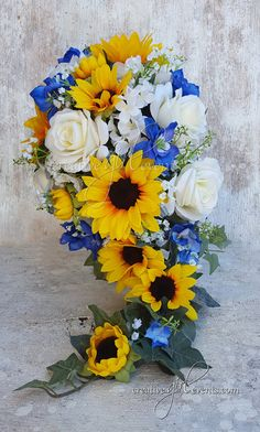 WILD BLUE Sunflower Daisies15 Piece Cascade by CreativeGirlEvents