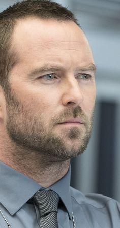 Pictures & Photos of Sullivan Stapleton - IMDb