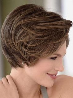 Short Hairstyles for women over 40 with oval faces-2