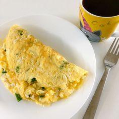 Big breakfast - egg omellette with onion greens, coffee / Pořádná snídaně - vaječná omeleta s cibulovou natí, káva