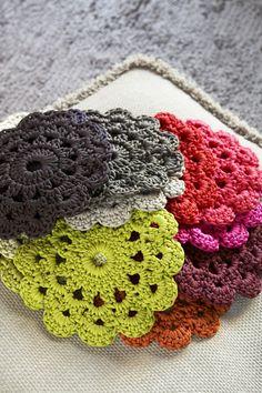 cute coasters crochet. Tutorial ✿Teresa Restegui http://www.pinterest.com/teretegui/✿