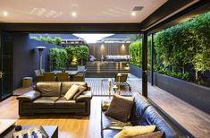 Modern Courtyard, constructed by Esjay Landscapes - Melbourne