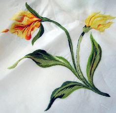 Maria Niforos - Fine Antique Lace, Linens & Textiles : Antique Linen # LI-163 Exquisite Round Porthault Tablecloth w/ Magnificent Beauvais Flowers