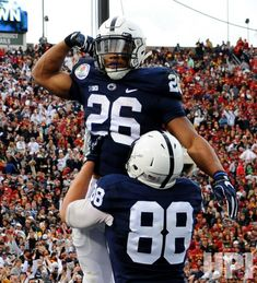 Penn State running back Saquon Barkley #26 runs for a 24-yard touchdown against the USC Trojans in the 2017 Rose Bowl in Pasadena,…