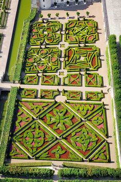 Formal Garden Designs and Ideas Have you ever really thought about how many people see the outside of your home? Famous Gardens, Amazing Gardens, Beautiful Gardens, Formal Gardens, Outdoor Gardens, Modern Gardens, Indoor Gardening, Château De Villandry, Formal Garden Design