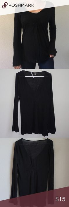 Athleta Long Sleeve Top Athleta Long Sleeve Top Color: Black  Condition: Pre-Owned; Good Size: Medium  Material: 74% Viscose ✖️ 13% Linen Notes: Ruching just below the bust and in the back ✖️ Bell Sleeve Athleta Tops Tees - Long Sleeve